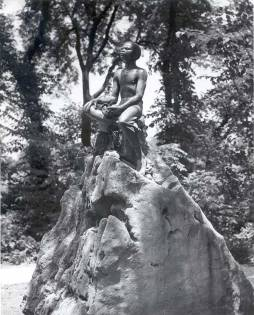 statue of Carver as a boy